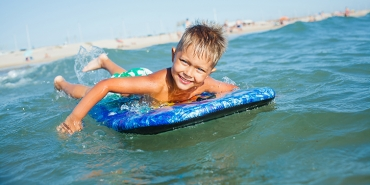 Swimming safely What should you watch out for at beaches and swimming pools?